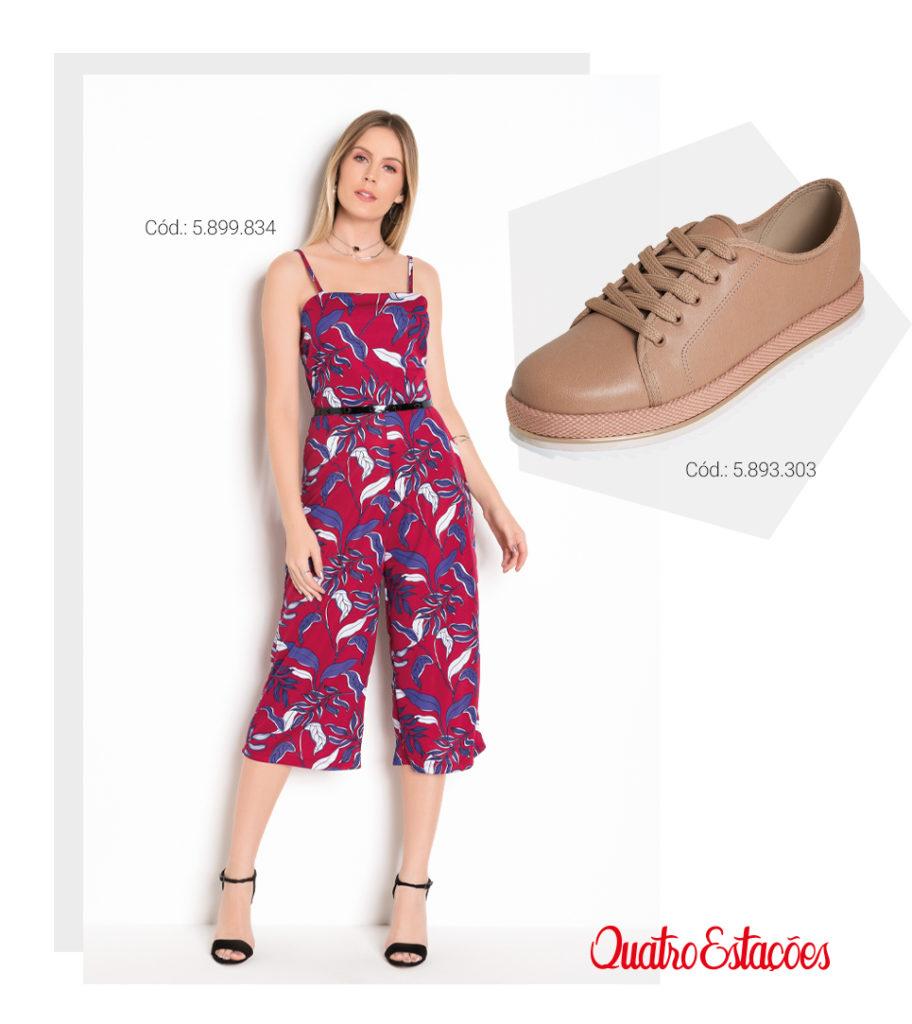 Na imagem: modelo vestindo um macacão pantacourt, modelo de alças finas, na cor vermelha com estampas de folhagem azul e branco. Sugestão de combinação com um tênis na cor nude.